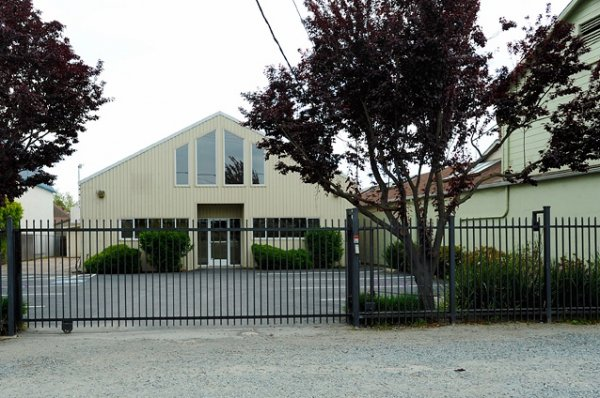 Spacious Free Standing Building for Lease - 768 Stewart Ct Alameda, CA