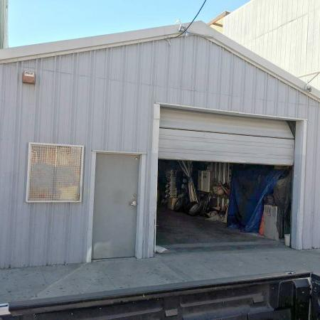 Industrial Retail UMU Building Available